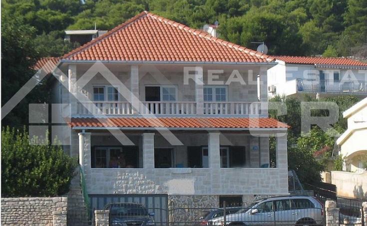 Kuća u prvom redu do mora na prodaju, Šolta (1)