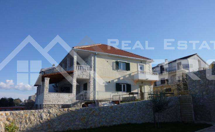 Kuća u prvom redu do mora na prodaju, Šolta (2)