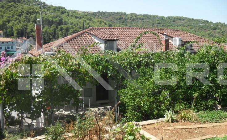 Kuća s prekrasnim pogledom na more, na prodaju, Šolta (3)
