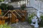 BR474, Stambeno-poslovni objekt u drugom redu do mora na prodaju, Splitska, otok Brač