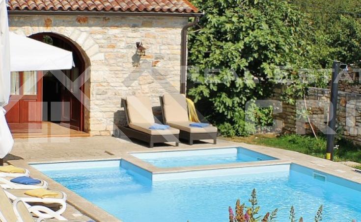Nekretnine Zminj - Luksuzna vila s bazenom na prodaju, Istra
