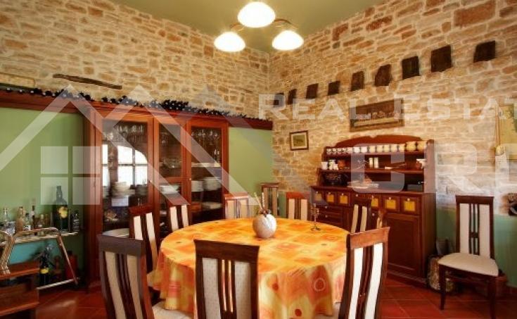 Luksuzna vila s bazenom na prodaju, Istra (5)