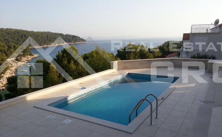 Luxurious villa with a swimming pool, Milna, Brac