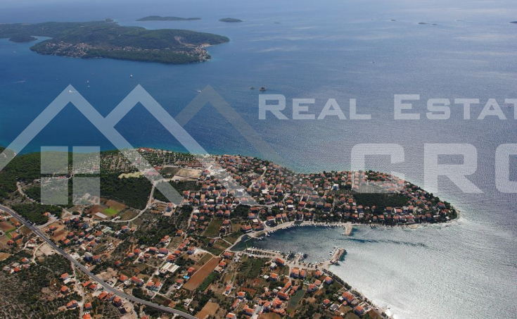 Building plot for sale, 30 m from the sea, surroundings of Trogir