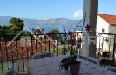 BR296, Pet apartmana na prodaju, atraktivna lokacija u Postirama na otoku Braču