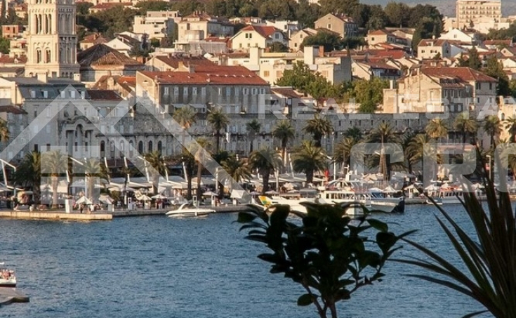 Flat on seafront for sale, Split
