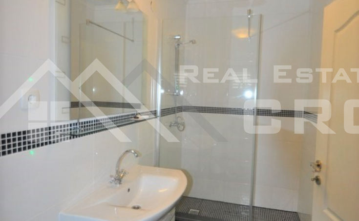 Thee bedroom apartment for sale in Solin (15)