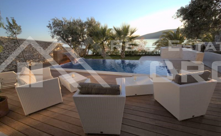 Luxurious three bedroom villa for sale, 1st line to the sea, surroundings of Trogir