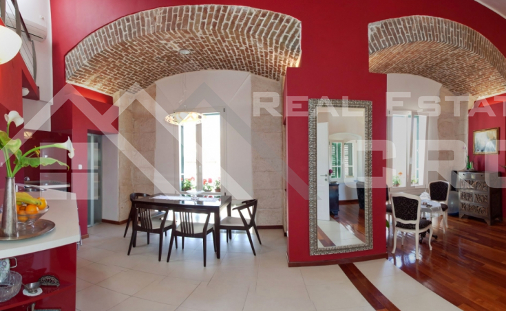 Luxurious apartment in unique location in Split, for sale (1)