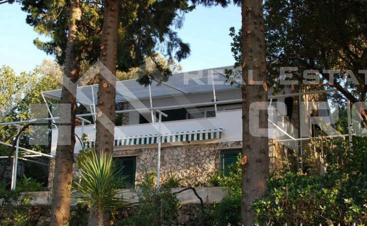 House for sale with courtyard and sea view, surroundings of Trogir (3)