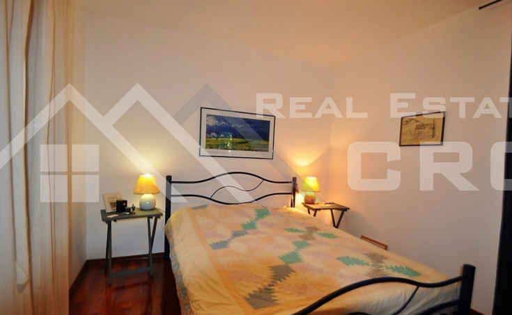 House for sale with courtyard and sea view, surroundings of Trogir (5)