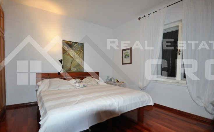 House for sale with courtyard and sea view, surroundings of Trogir (6)