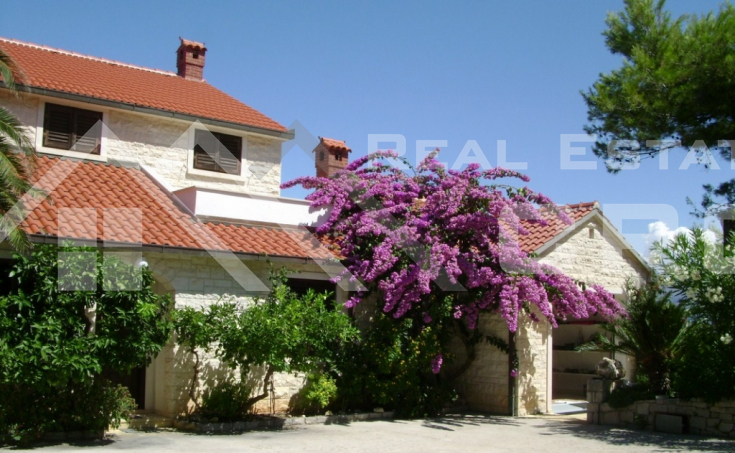 Detached house with beautiful garden and seaview for sale, Brac (3)