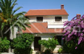 Detached house with beautiful garden and seaview for sale, Brac (1)