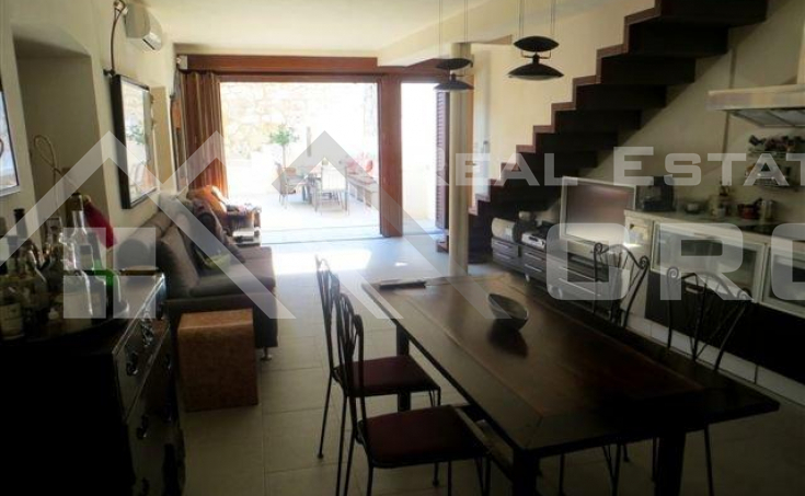 Renovated stone house for sale in the centre of Hvar (2)