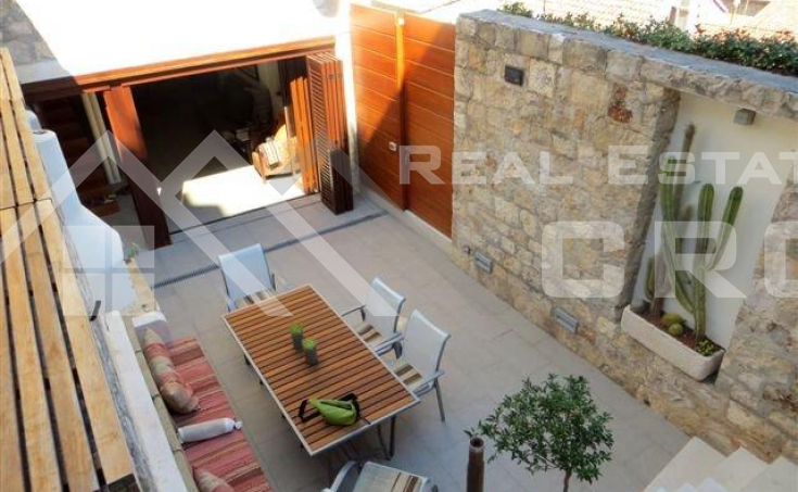 Renovated stone house for sale in the centre of Hvar (7)
