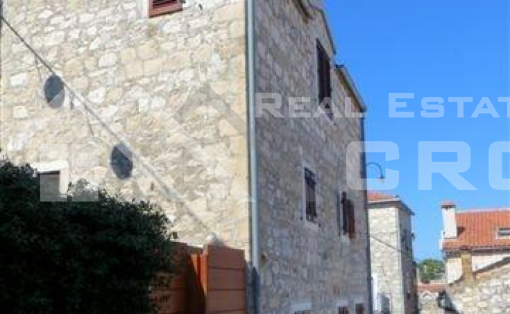 Attractive renovated stone house for sale in the centre of Hvar