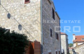 Renovated stone house for sale in the centre of Hvar (8)