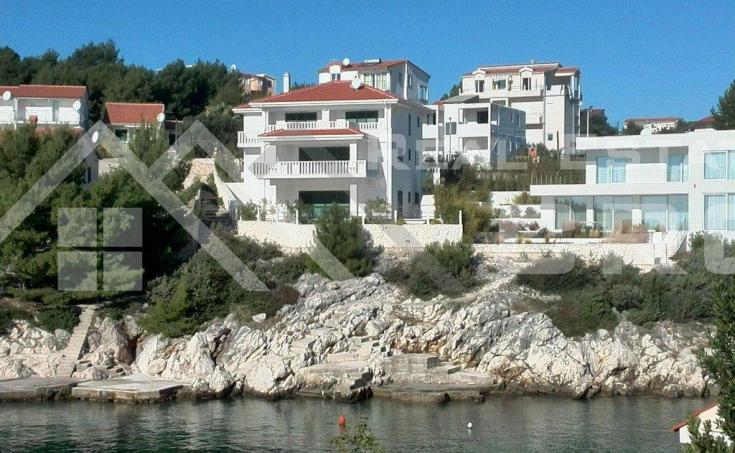 Predivna moderna vila na prodaju u prvom redu do mora, Rogoznica