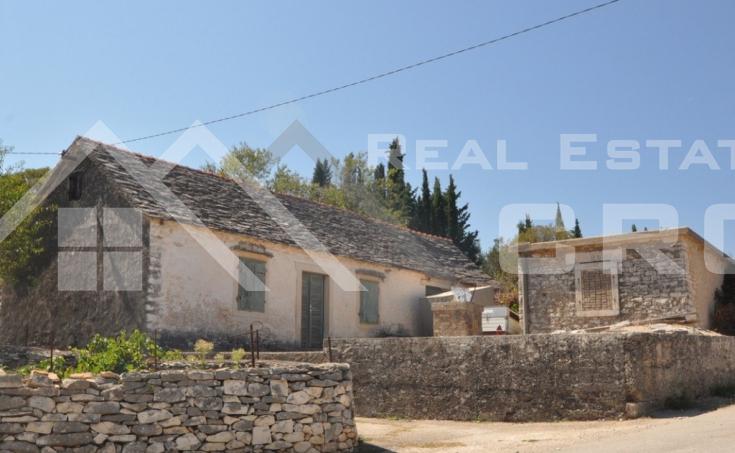 Stone house with spacious garden for sale, Skrip, Brac