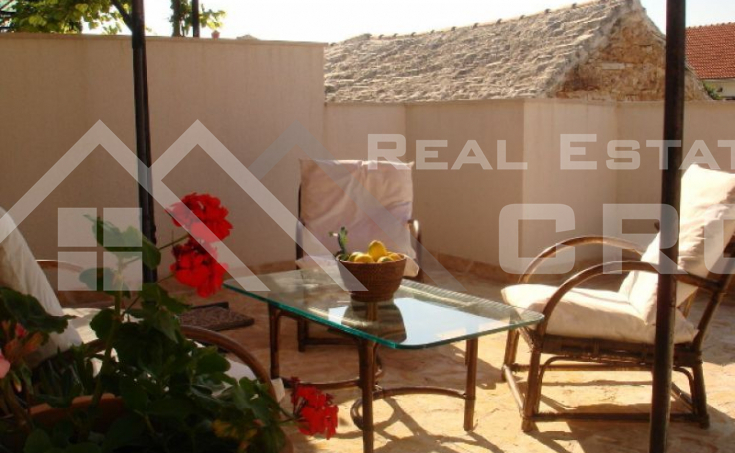 Renovated stone house for sale, Bol