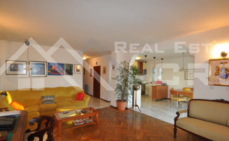 Spacious four bedroom apartment with sea view for sale, Bacvice, Split
