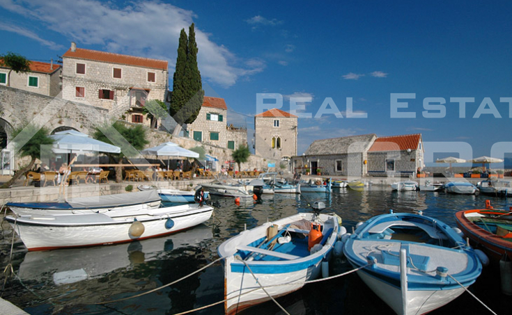 Detached house with sea view in Bol, Brac