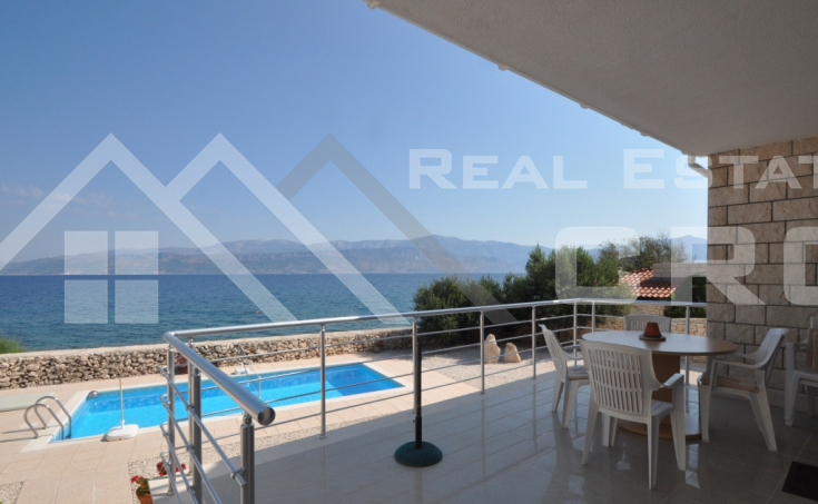 House with swimming pool on seafront, Brac