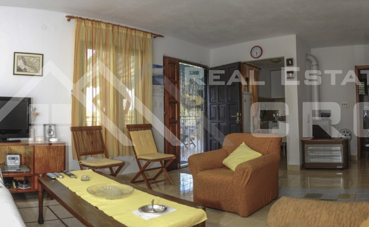 Kuća  na prodaju u mjestu Rogač na otoku Šolti (11)