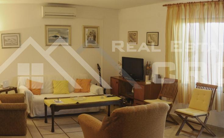 Kuća  na prodaju u mjestu Rogač na otoku Šolti (14)