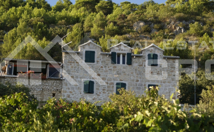 Unique property for sale in Murvica on the island of Brac
