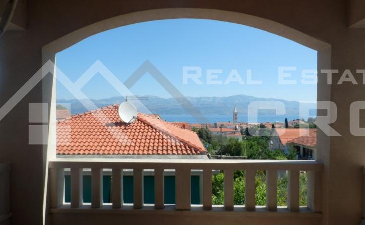 Trosoban stan na atraktivnoj lokaciji u Supetru