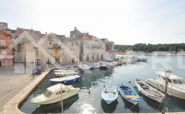 Two apartments for sale in a stone house on the waterfront in Milna