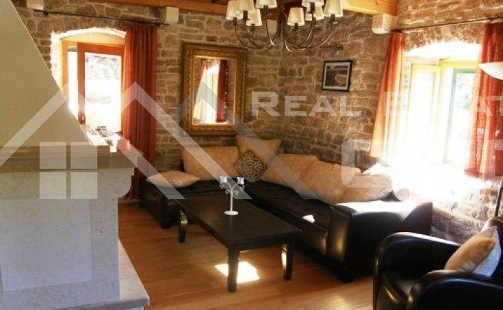 Stone villa in a very attractive location for sale, Solta island (1)
