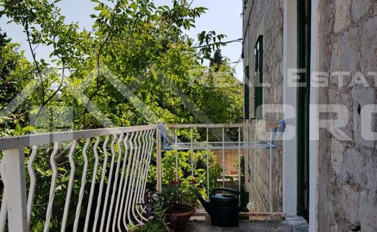Stone house with garden and sea view for sale, Brac Island, Bol  (2)