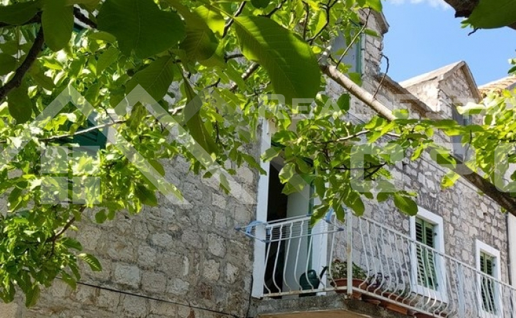 Stone house with garden and sea view for sale, Brac Island, Bol  (7)