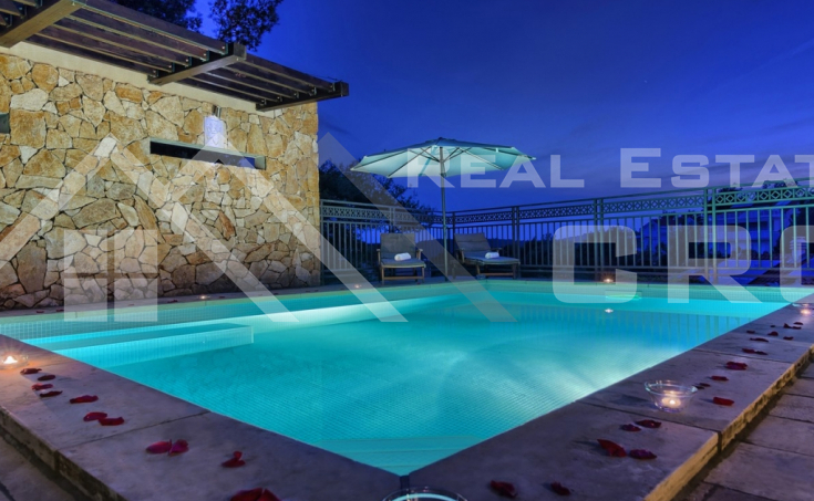 Luxurious villa with a beautiful sea view for sale, Brac island (16)