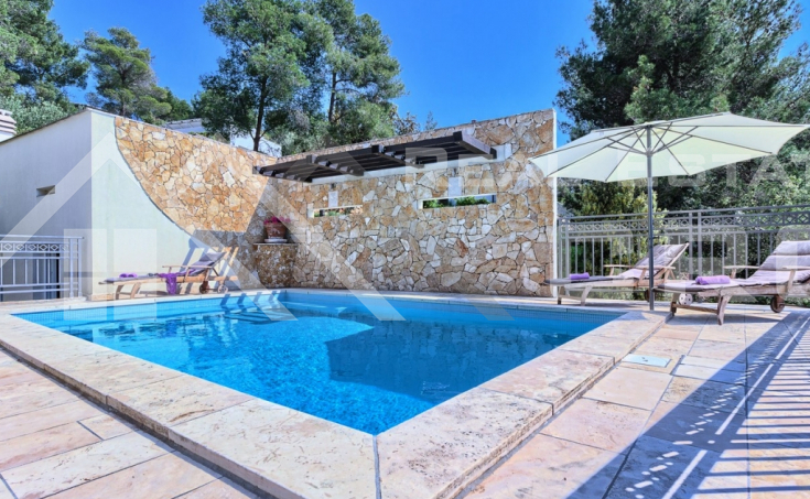 Luxurious villa with a beautiful sea view for sale, Brac island (2)