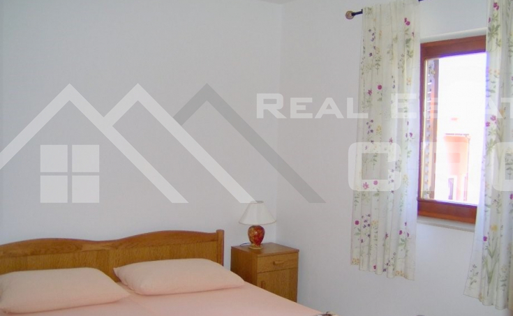Two-bedroom apartment in a very attractive location for sale, Supetar, Brac island (2)