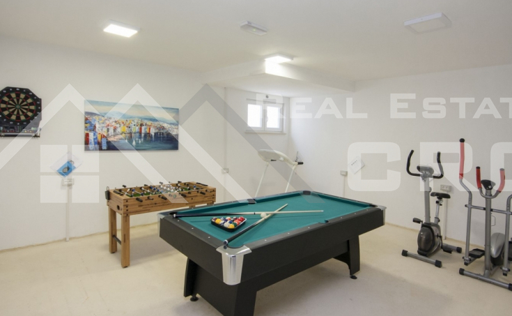 Luxurious villa with swimming pool and a sea view for sale, vicinity of Trogir (10)