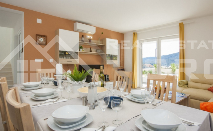 Luxurious villa with swimming pool and a sea view for sale, vicinity of Trogir (3)