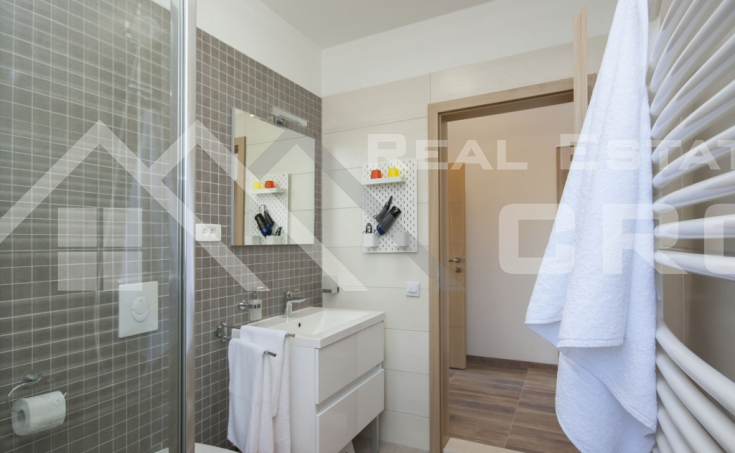 Luxurious villa with swimming pool and a sea view for sale, vicinity of Trogir (5)