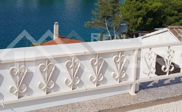 Detached house with a beautiful sea view near Sibenik for sale (2)