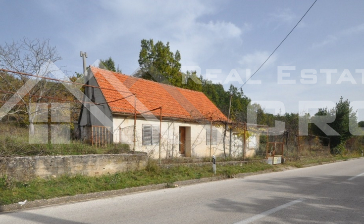 Old stone house with a garden for sale, Radosic, Sinj