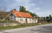 SN505, Old stone house with a garden for sale, Radosic, Sinj