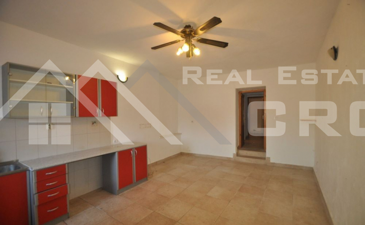 Stone house in block, for sale, Brac  (10)