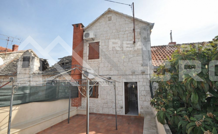 Stone house in block, for sale, Brac  (3)