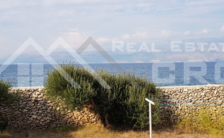 House in an extraordinary location on the seafront for sale, Brac island (2)