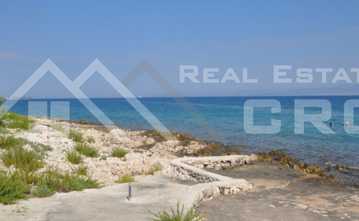 House in an extraordinary location on the seafront for sale, Brac island