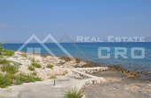 BR518, House in an extraordinary location on the seafront for sale, Brac island